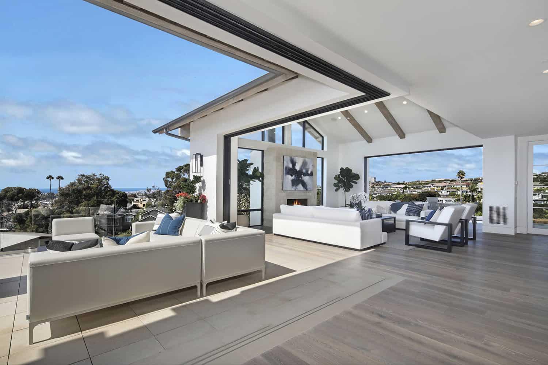 beach-style-living-room-patio