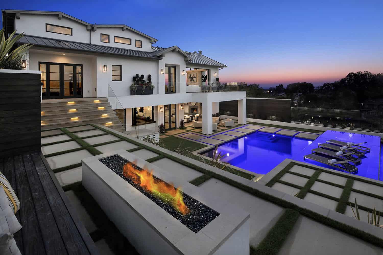 beach-style-home-pool