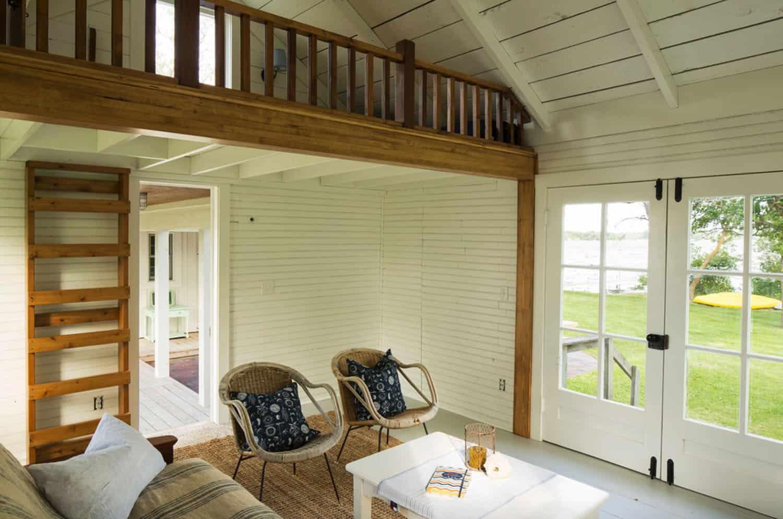 summer-lakeside-cottage-living-room