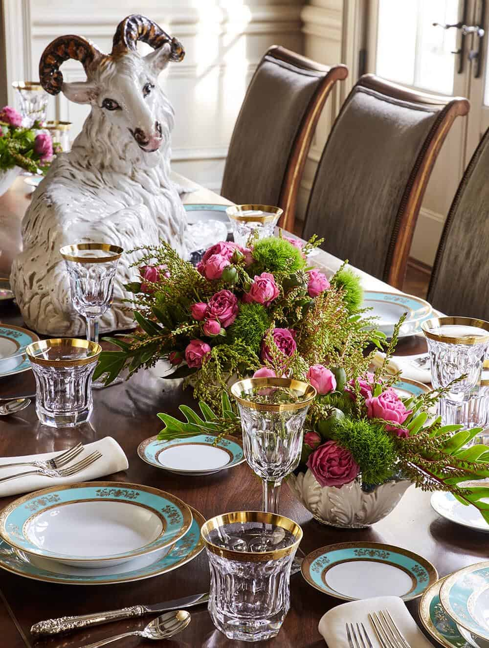 victorian-dining-room-table-setting
