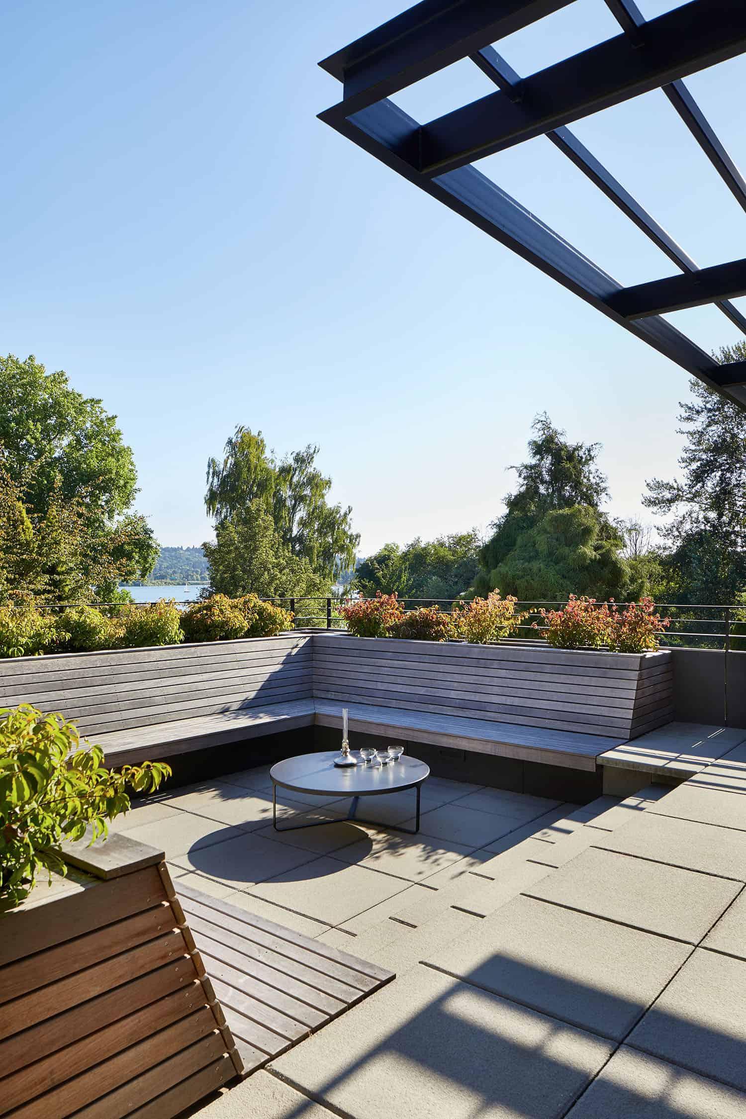 mid-century-home-patio