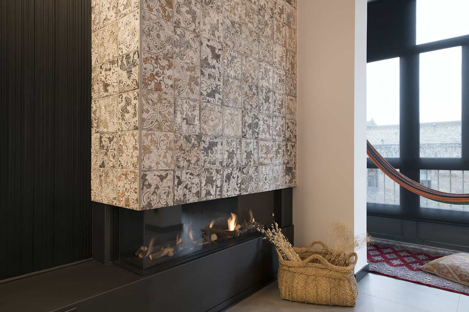 contemporary-industrial-living-room-fireplace