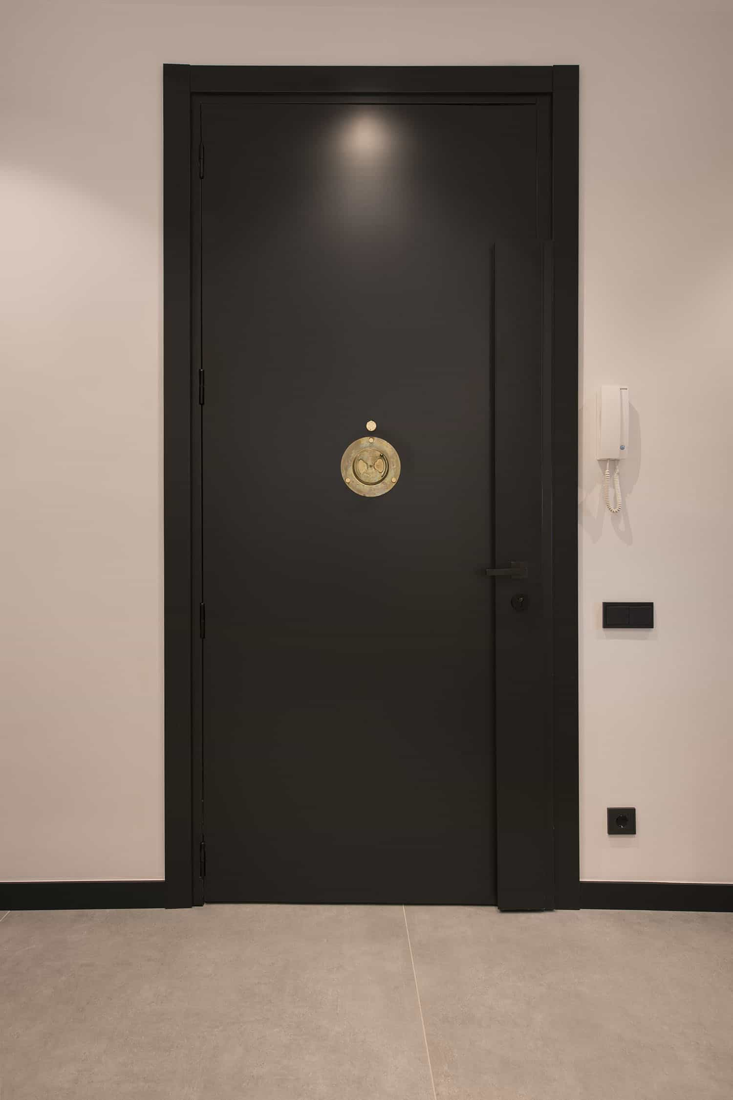 contemporary-industrial-flat-entry
