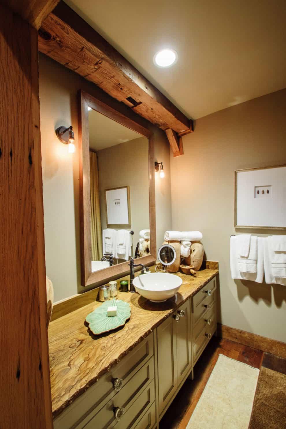 rustic-barn-house-bathroom