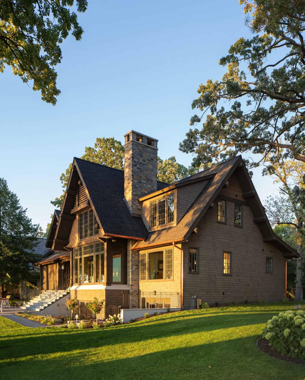 rustic-modern-lake-house-exterior