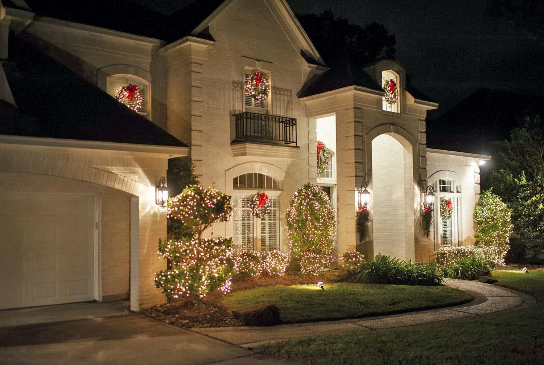 Christmas-Decorating-Ideas-Home-Tour-Exterior