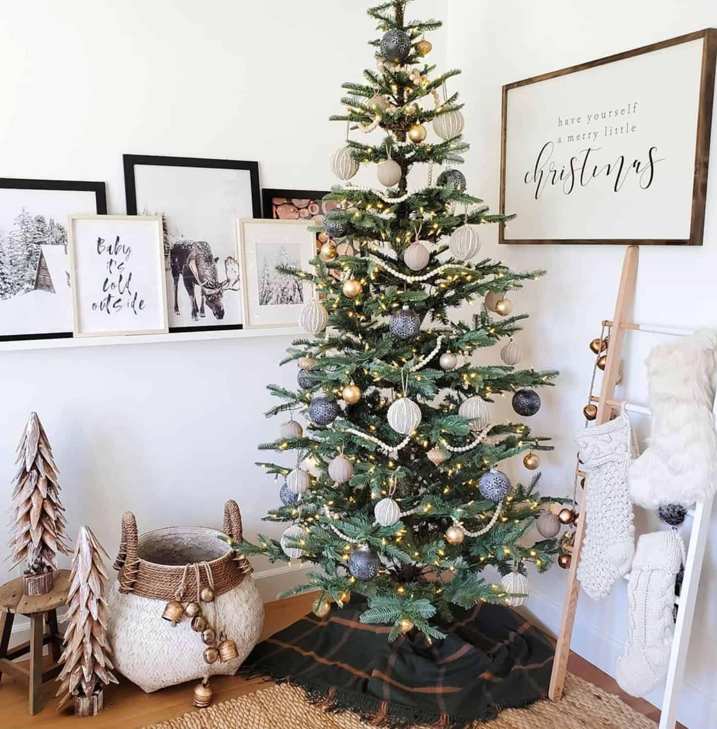holiday-decor-ideas-fireplace-tree