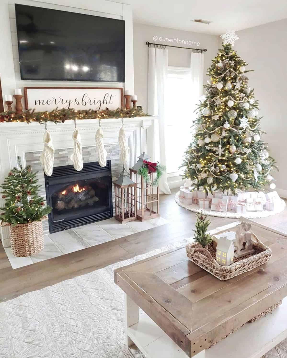 holiday-decor-ideas-living-room-tree