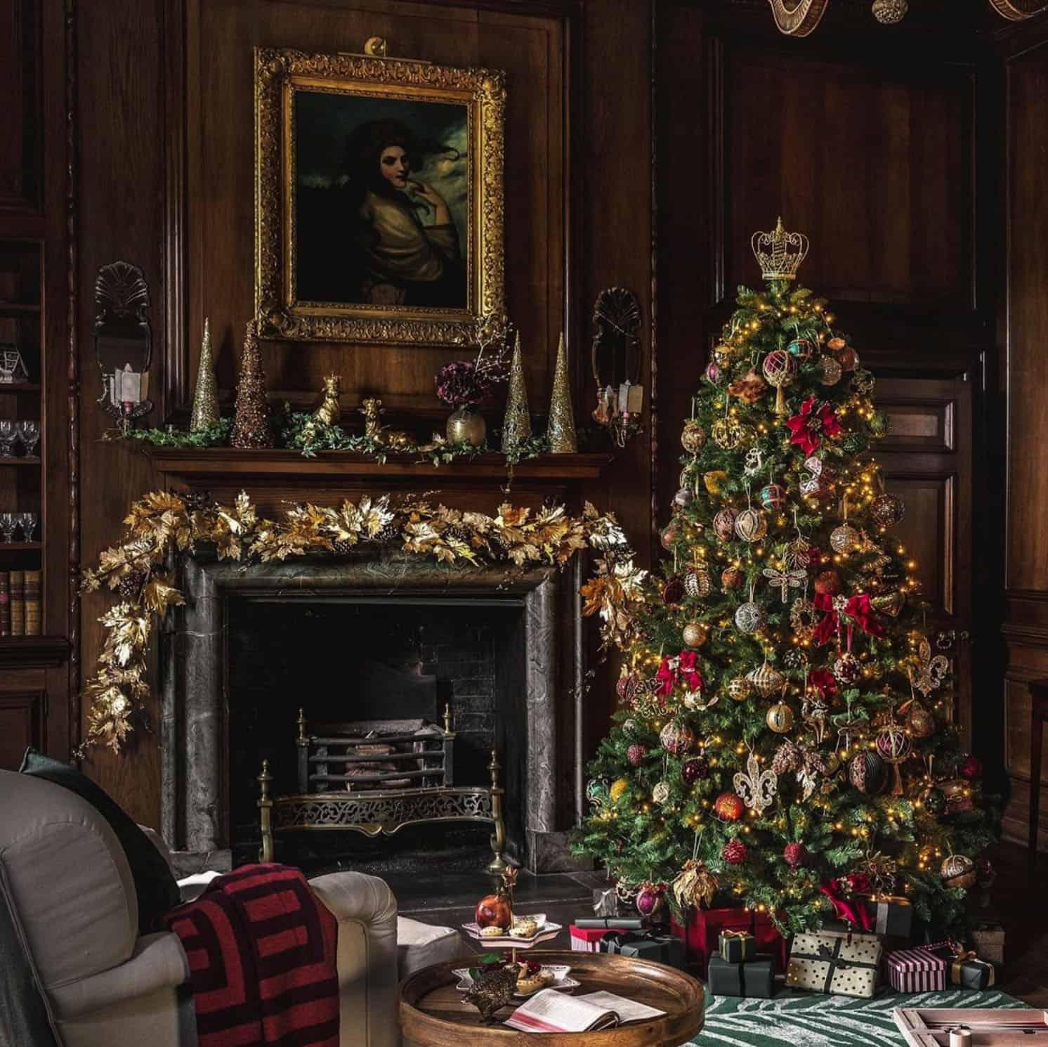 holiday-decor-ideas-christmas-living-room-fireplace-tree