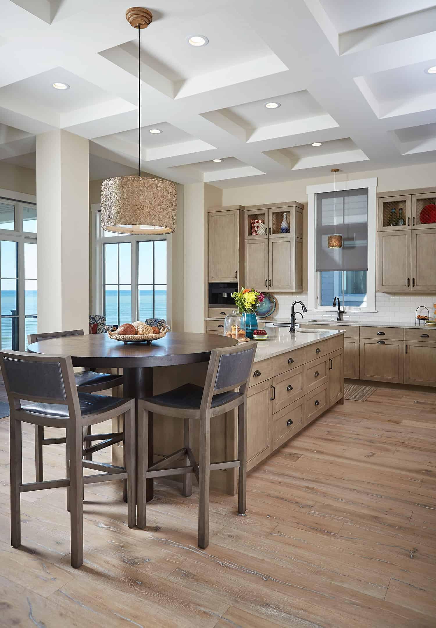 lake-cottage-kitchen