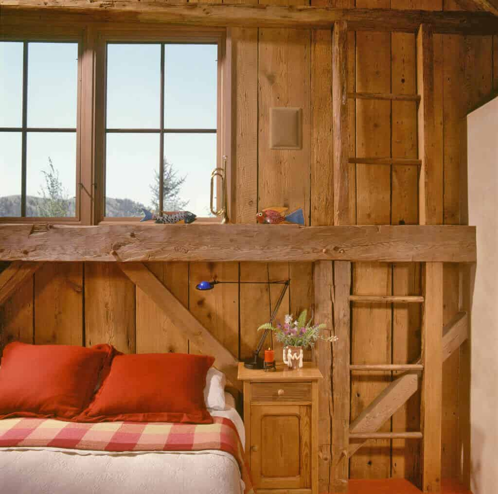 guest-barn-farmhouse-bedroom-loft