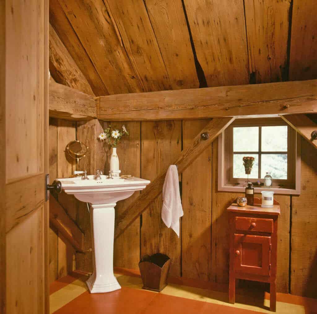 guest-barn-farmhouse-bathroom