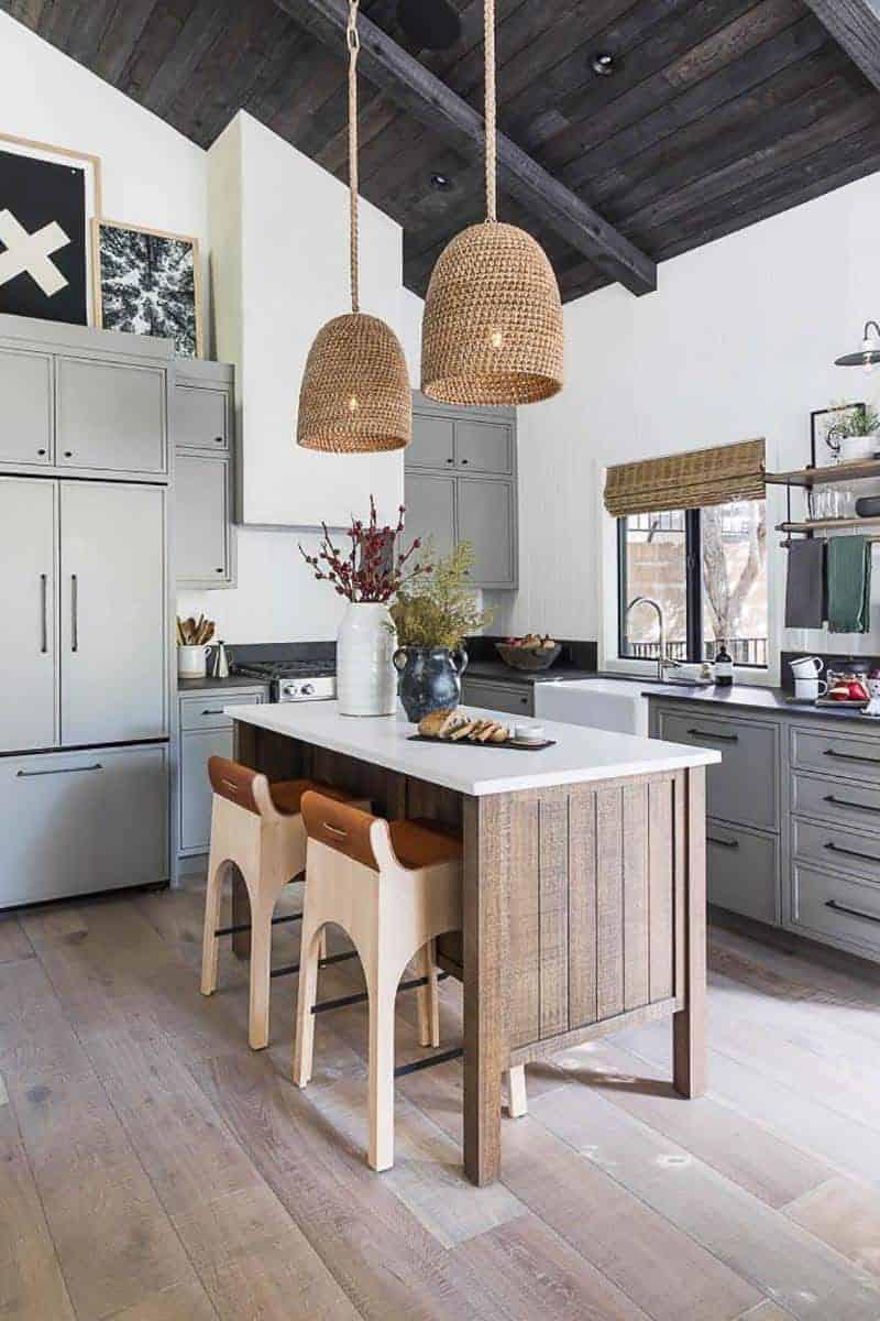 lakeside-cabin-kitchen