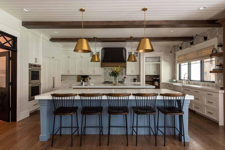 luxury-farmhouse-style-kitchen