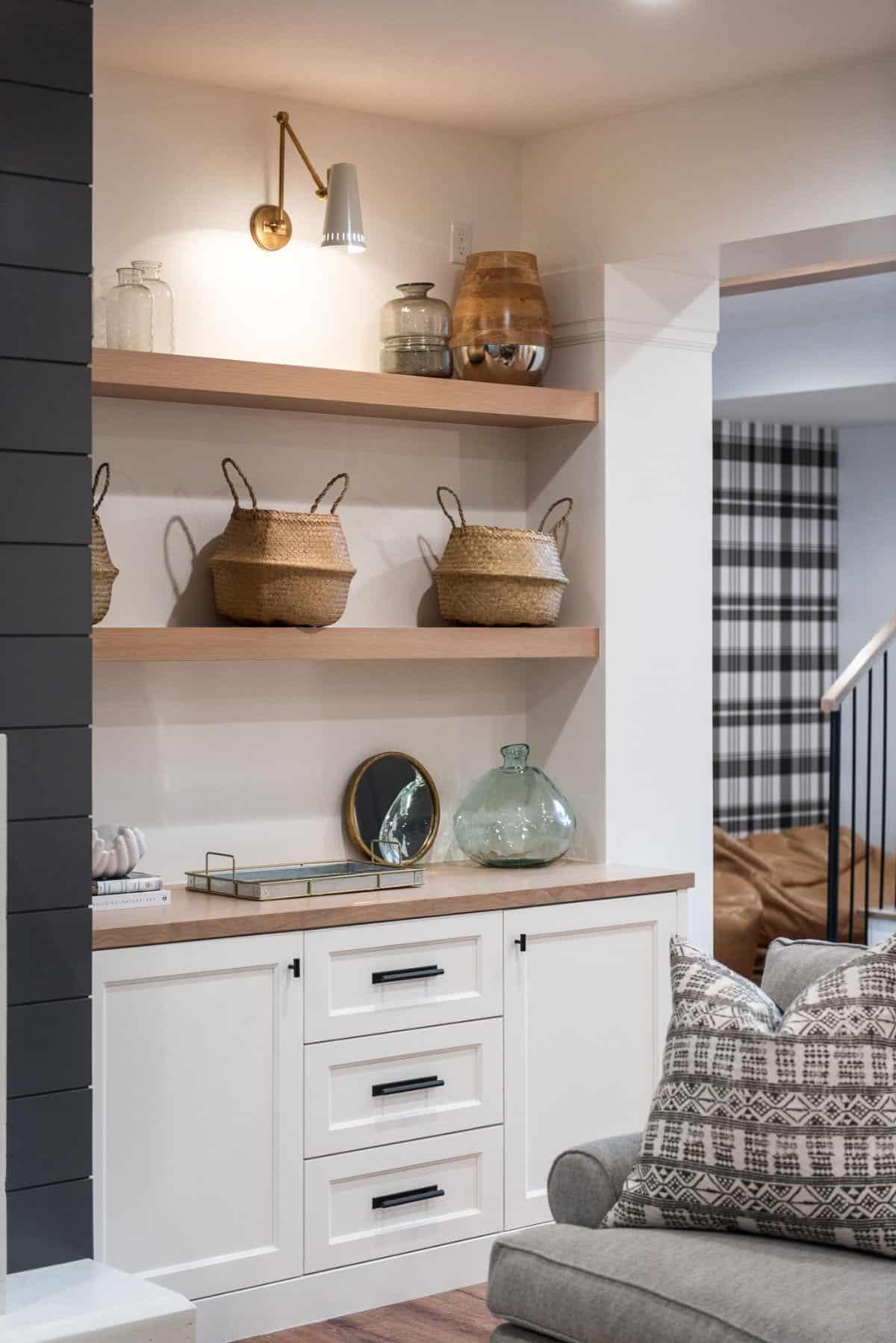modern-farmhouse-family-room-bookshelf