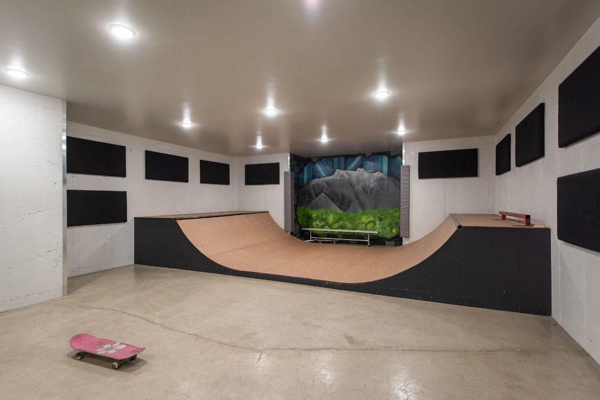 modern-farmhouse-skate-board-room