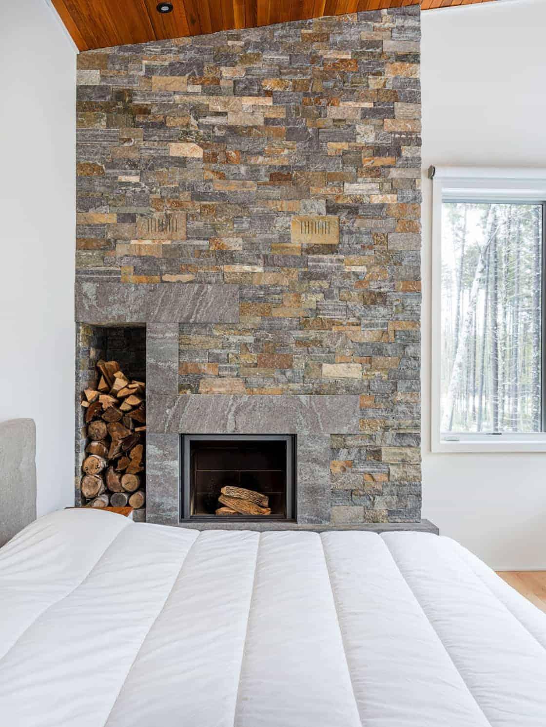 modern-lake-house-bedroom