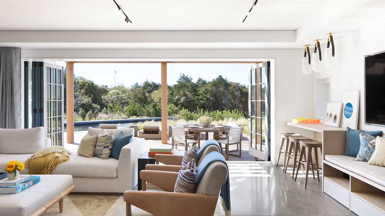 modern-beach-style-guest-house-living-room