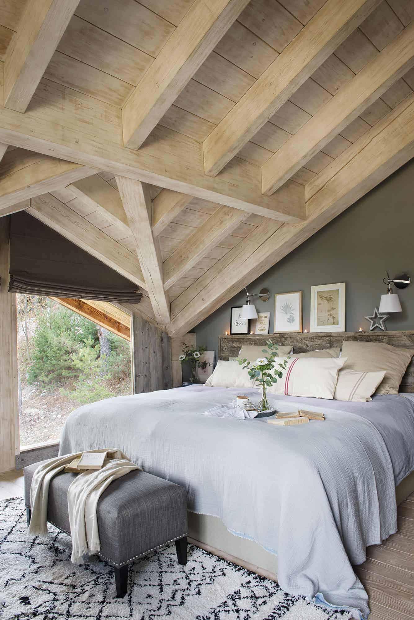 nordic-style-log-cabin-bedroom
