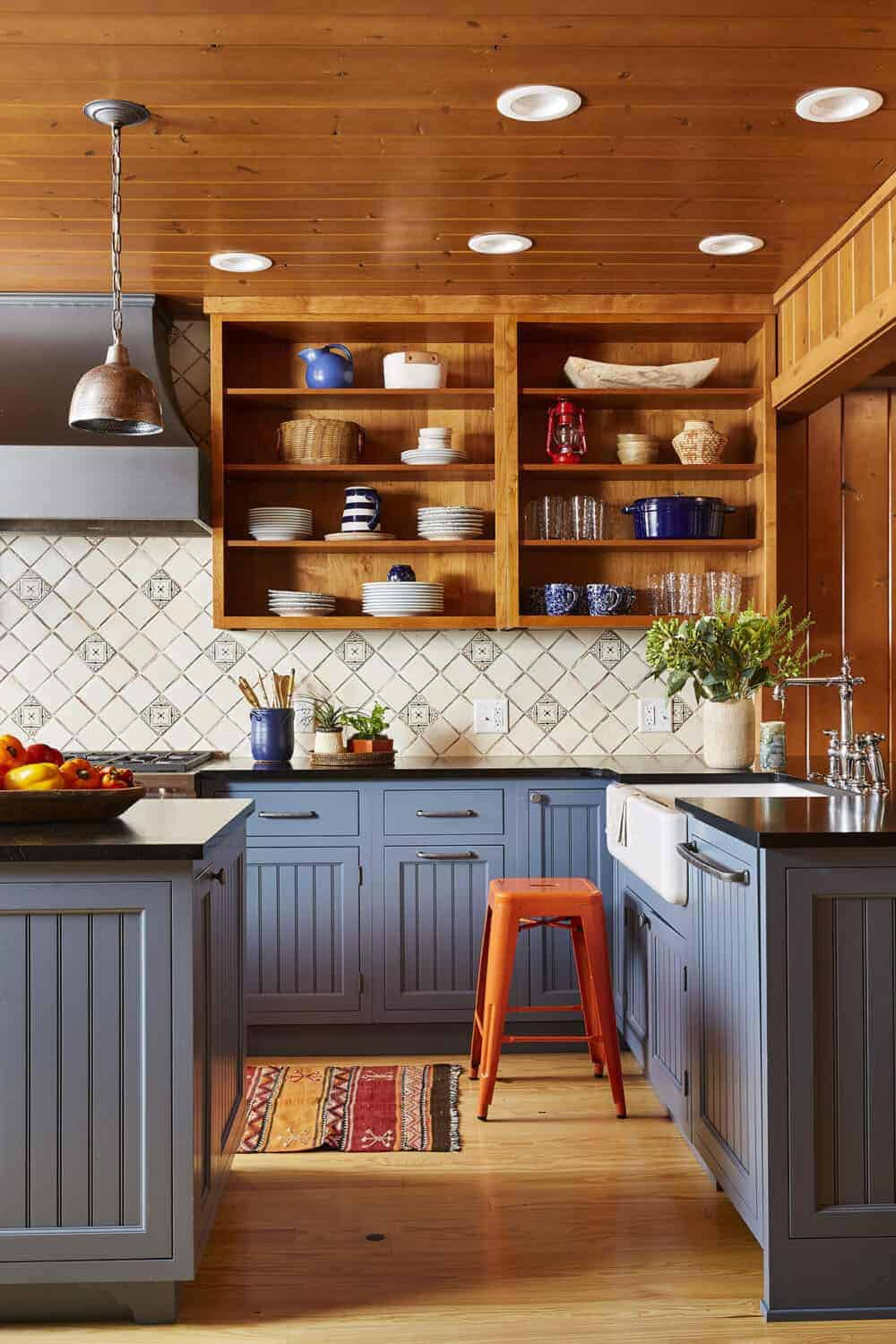 rustic-cabin-style-kitchen