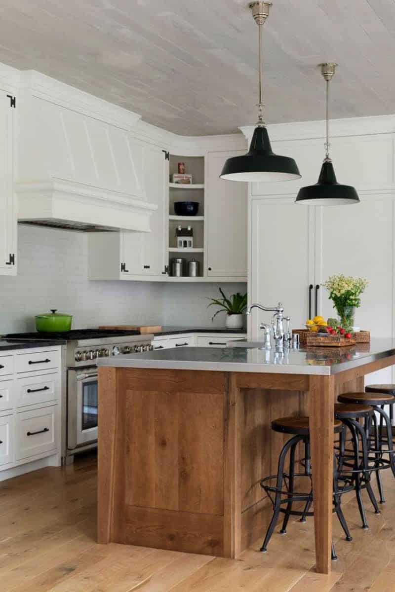 traditional-farmhouse-style-kitchen