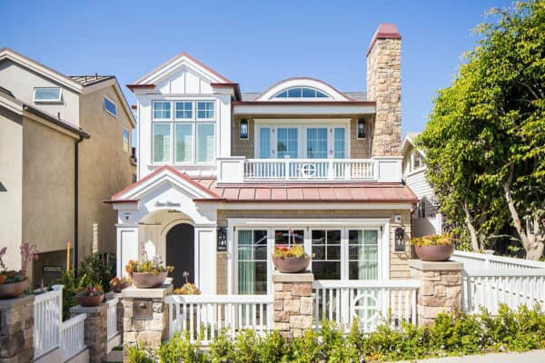 featured posts image for Beautiful duplex house exuding coastal charm in Corona del Mar