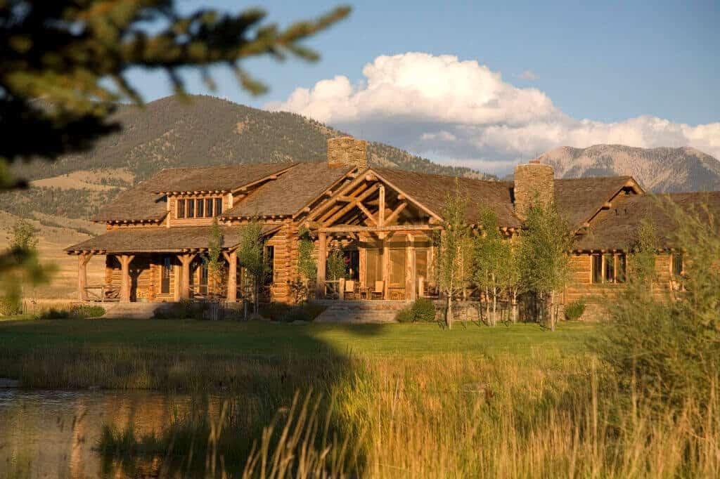 rustic-ranch-house-retreat-exterior
