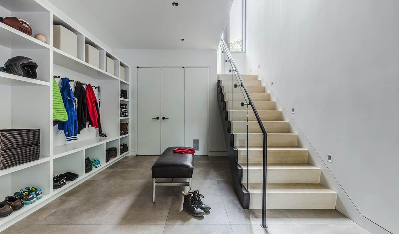 efficient-modern-home-mudroom