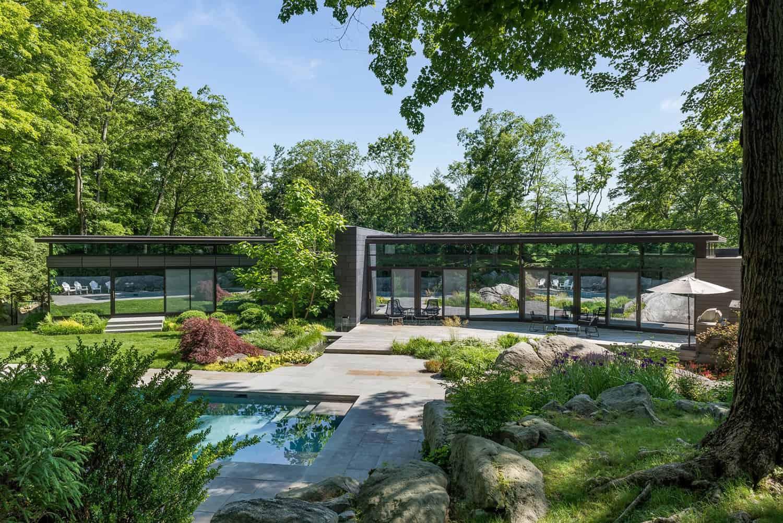 efficient-modern-home-landscape