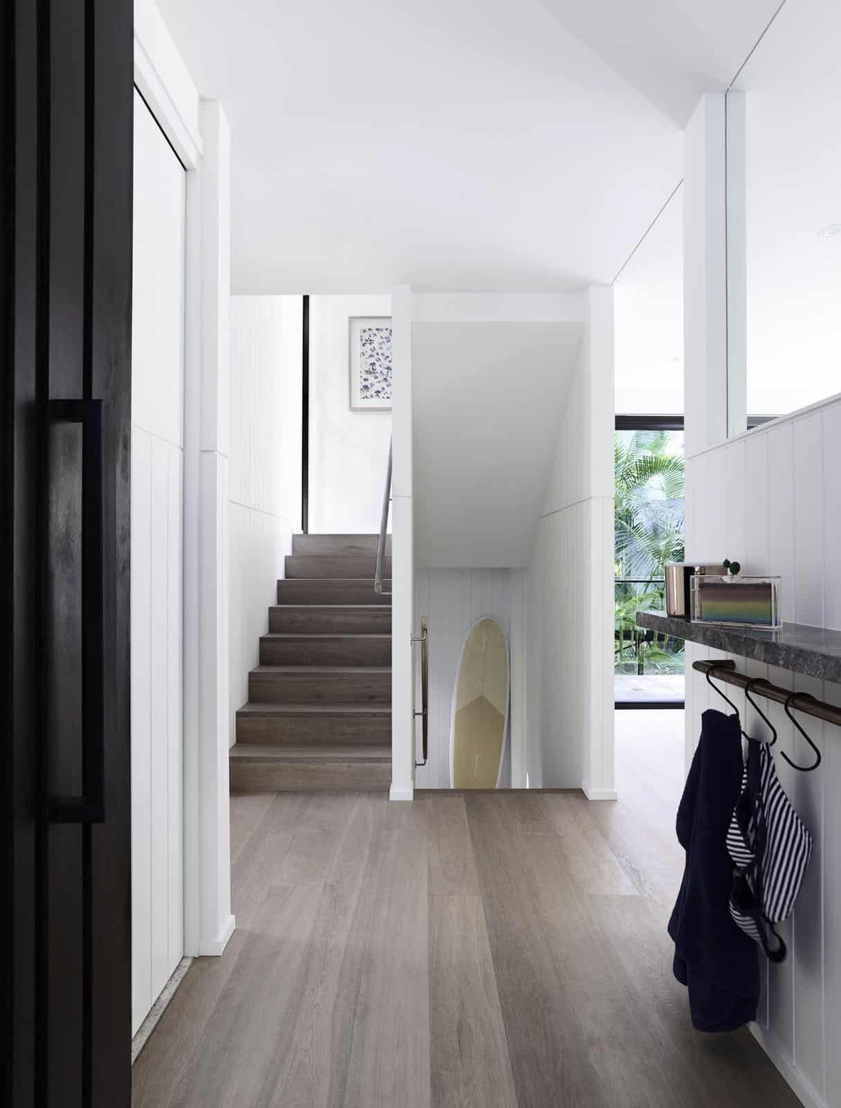 contemporary-rainforest-retreat-entry