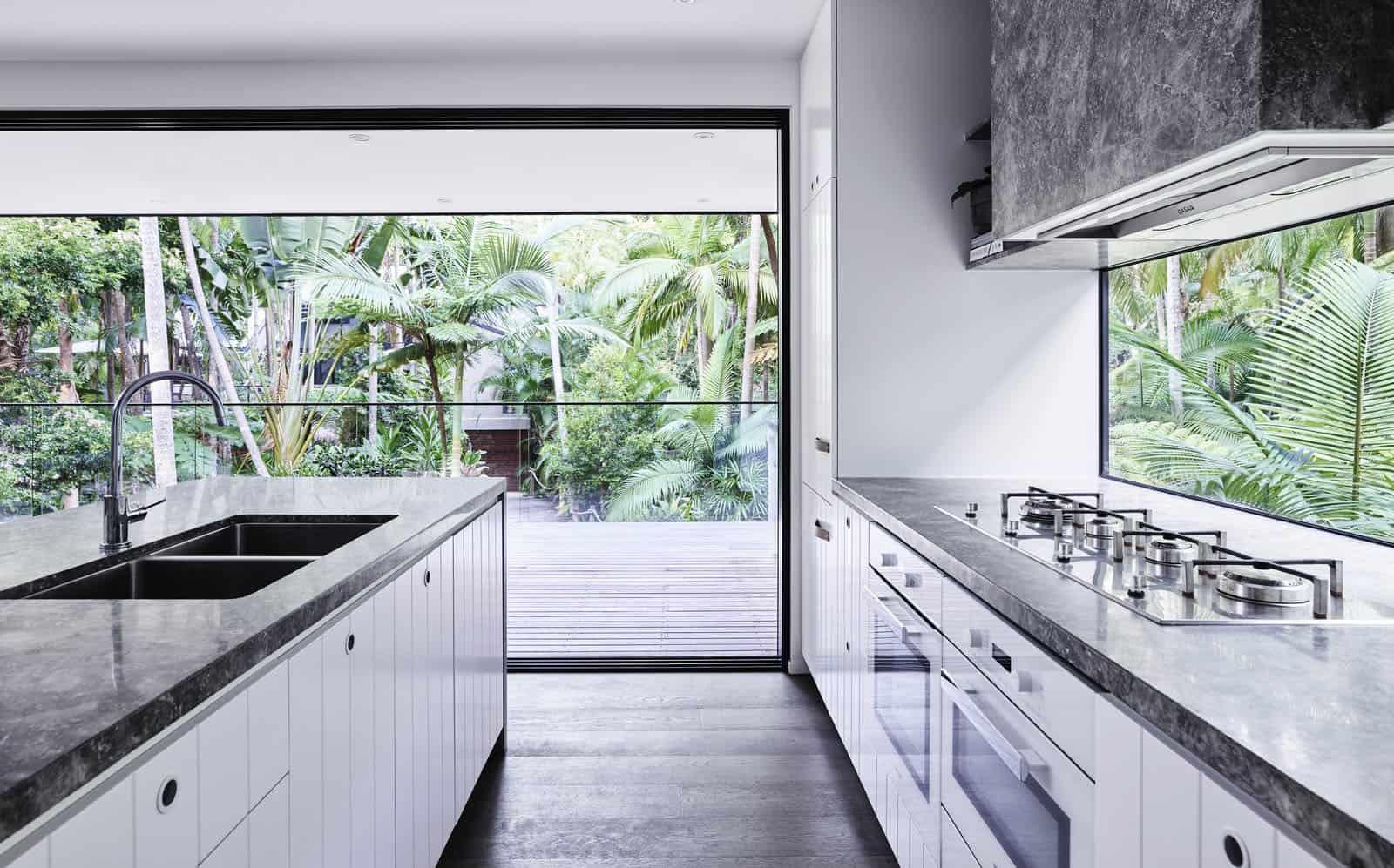 tropical-retreat-kitchen