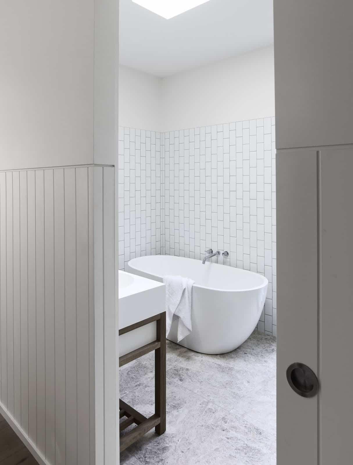 tropical-retreat-bathroom