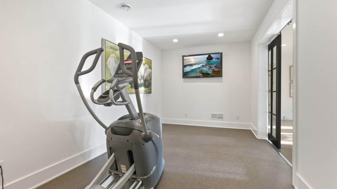 modern-farmhouse-exercise-room
