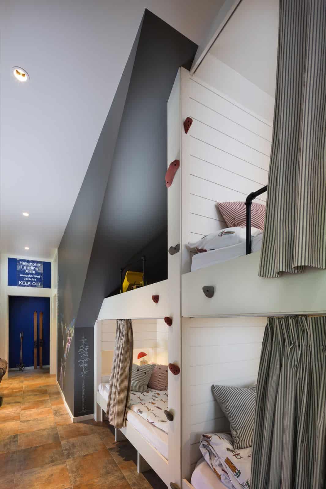 ski-cabin-kids-bunk-bedroom