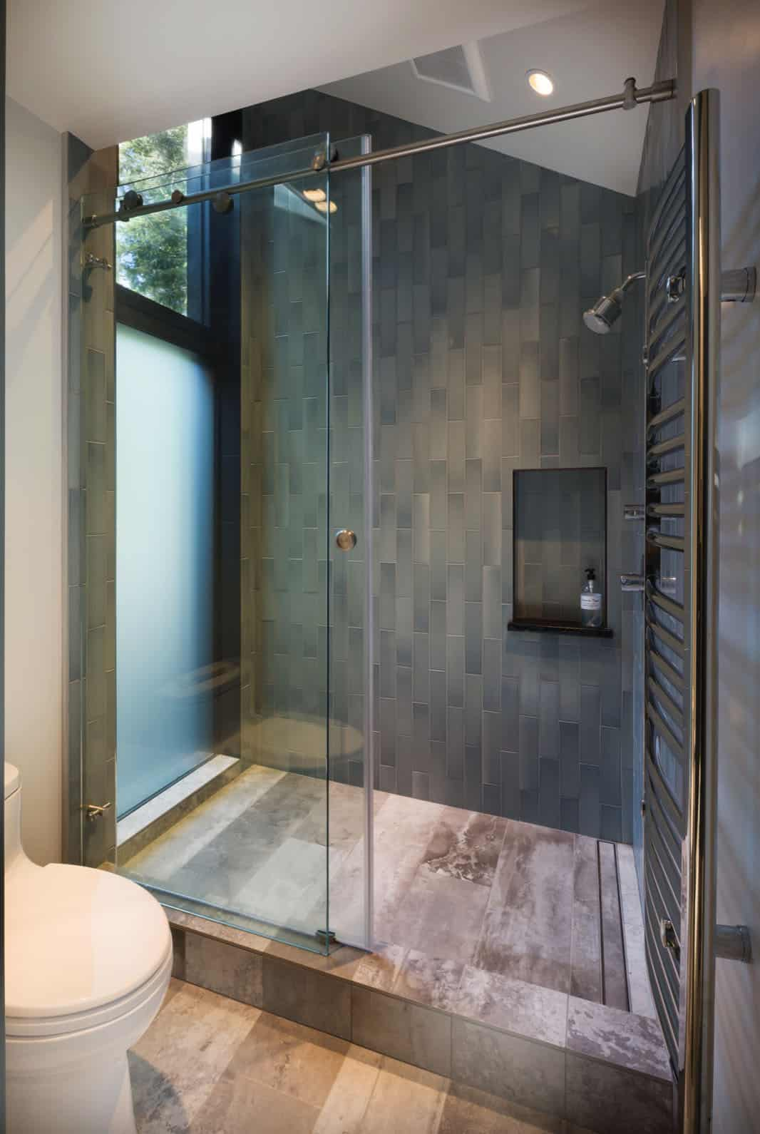 ski-cabin-bathroom