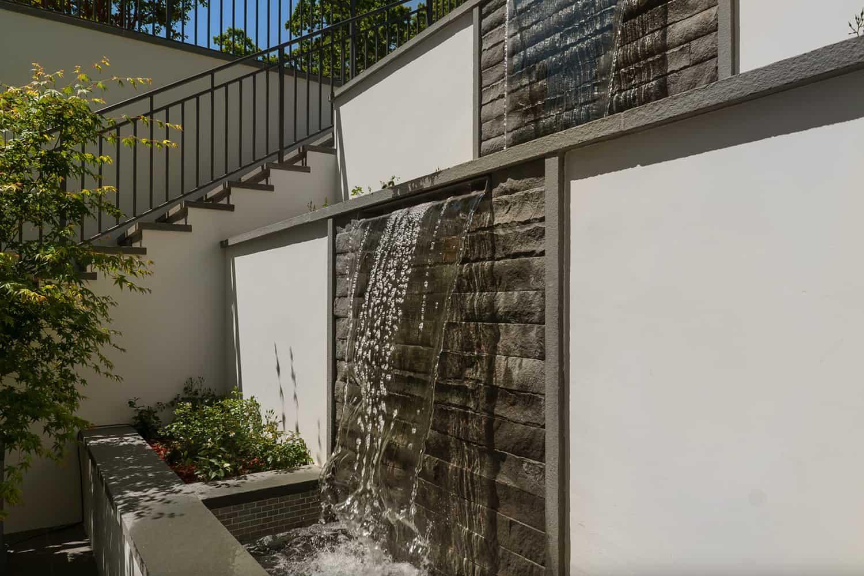 modern-farmhouse-home-waterfall