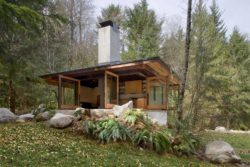 Tiny cabin retreat in the woods of Washington inspires inner peace